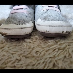 Old Navy Shoes - 🌹Old navy and stride rite soft Sole shoes